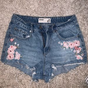 Garage flower detailed shorts